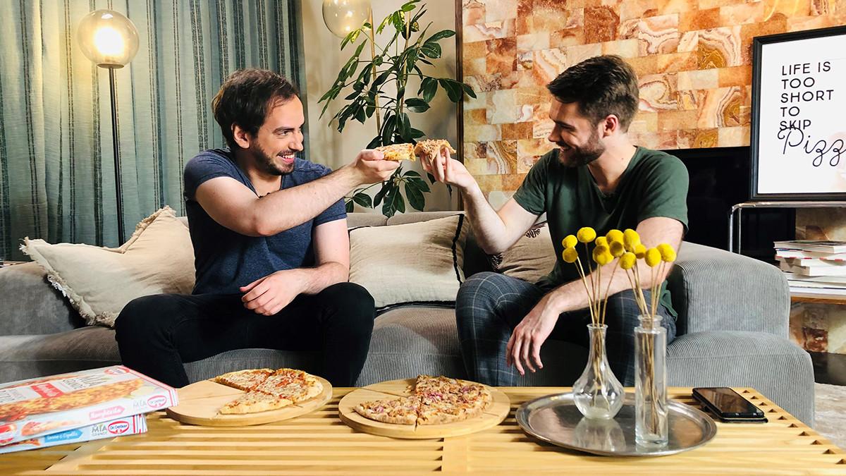Anzeige - Eine Pizza mit... Johnny. Der ehemalige Prime League-Host im Interview