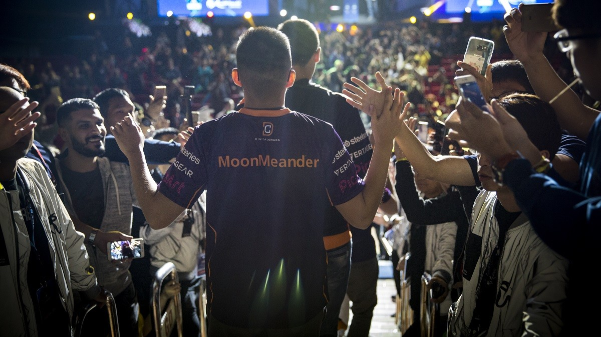 Aui_2000, Moonmeander and co. go their seperate ways