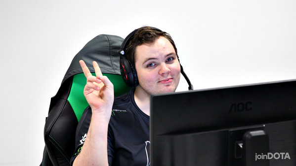 We asked the pros: should AdmiralBulldog go professional again?