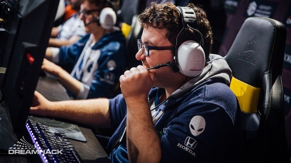 Liquid fights back against Alliance and win their group