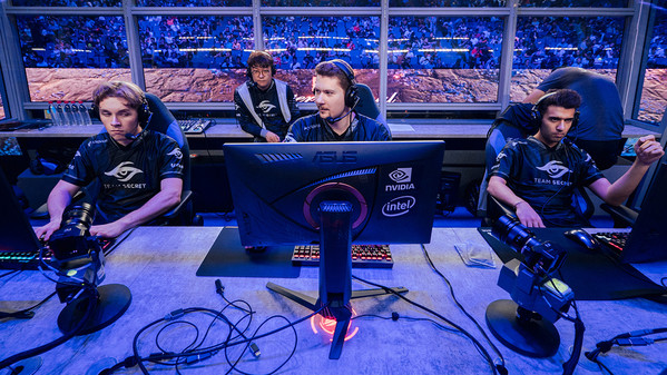 Insane games at TI: Team Secret barely escape elimination