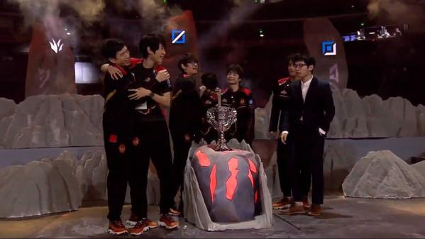 Uzi und Co. unterliegen im Finale: FunPlus Phoenix ist LPL-Champion