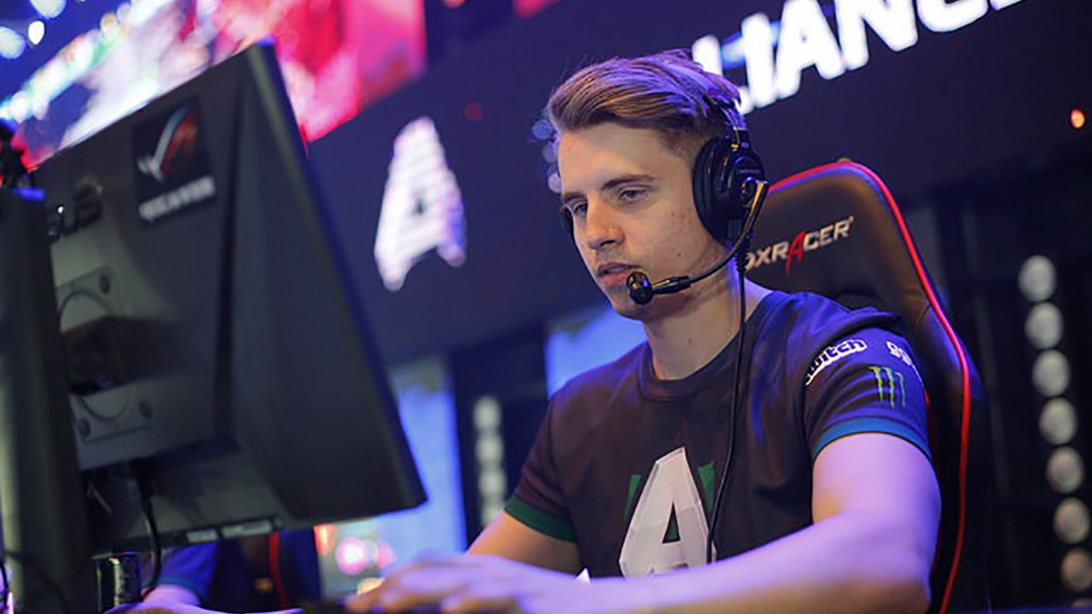 "Handsken: ""The competition is so much tougher in Dota compared to HoN"" - Position 6 Highlights"