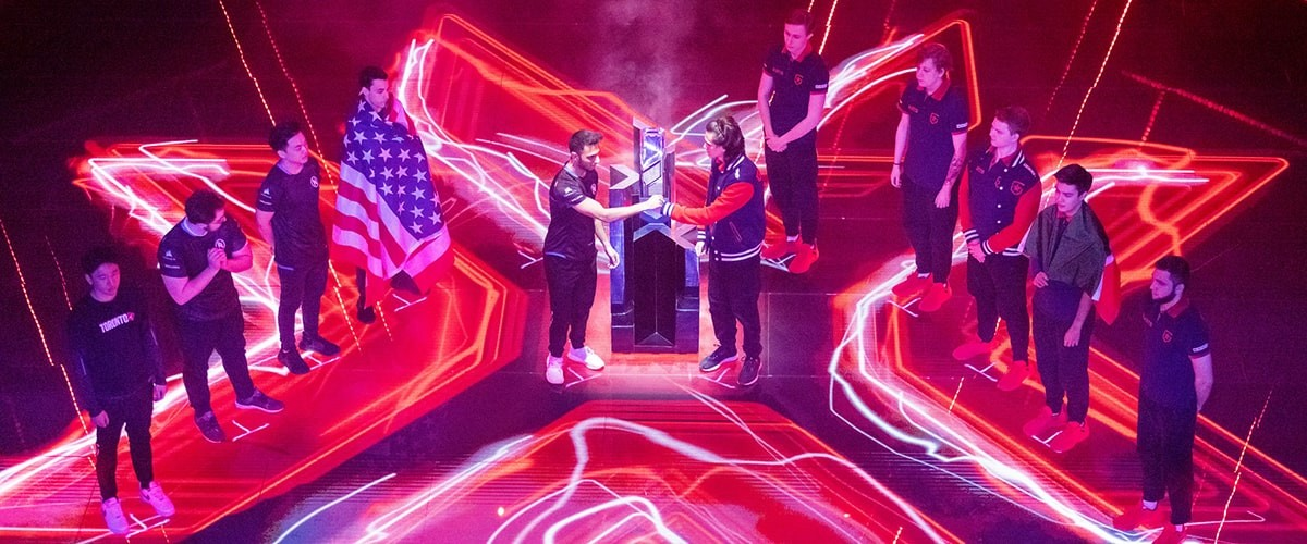 The image shows Gambit Esports and Team Envy facing off next to the Masters Berlin trophy during the openin ceremony.