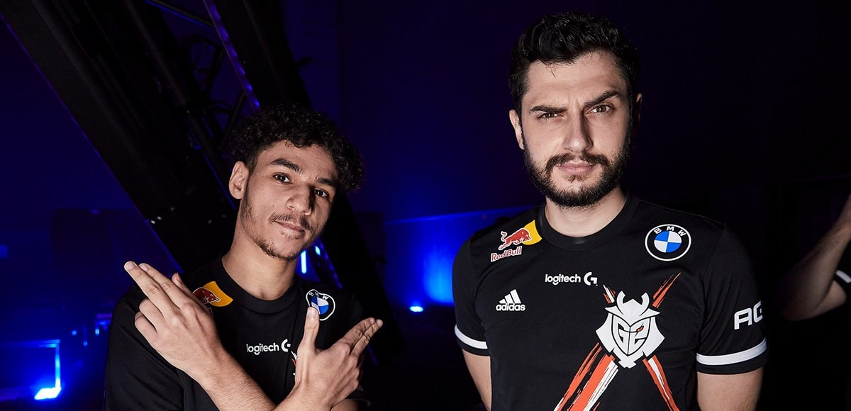 The image the G2 players keloqz and mixwell posing for the camera.